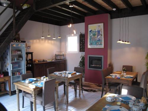 A restaurant or other place to eat at B&B ZaZoZee