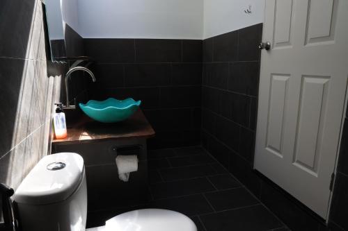 A bathroom at Bigfin beach resort
