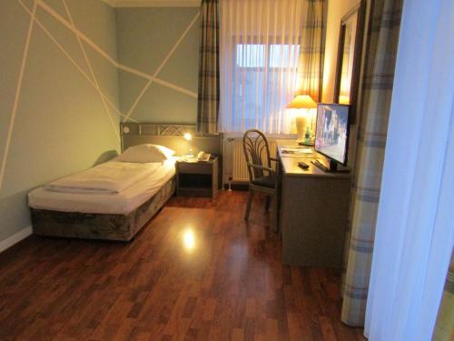 Ein Bett oder Betten in einem Zimmer der Unterkunft Art-Hotel Erlangen