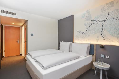 A bed or beds in a room at H4 Hotel Leipzig
