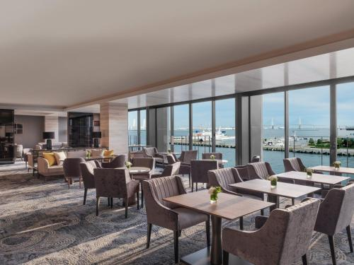 A restaurant or other place to eat at InterContinental Yokohama Pier 8, an IHG Hotel