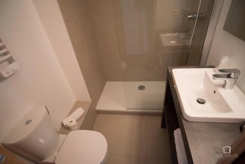 A bathroom at Hotel Le Druos
