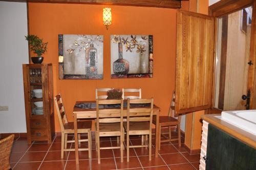 Un restaurant u otro lugar para comer en El Rincón de la Trilla - La Era