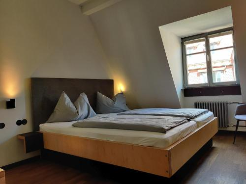 A bed or beds in a room at Bruderherz