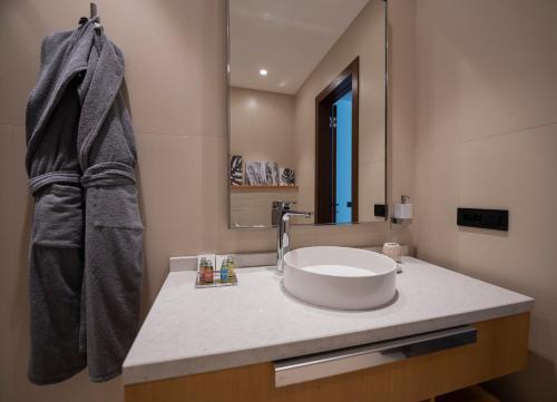 Um banheiro em Sea Breeze White Villas