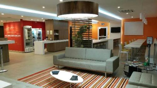 The lobby or reception area at Partner Hotéis Caxias do Sul