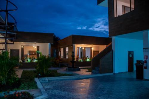 Mindo Toucan Platinum Suites