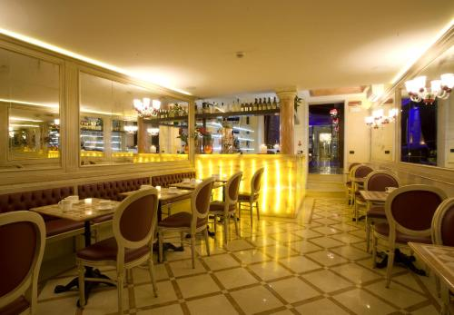 A restaurant or other place to eat at Hotel Alcyone