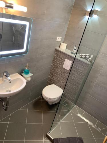 A bathroom at vina am ring