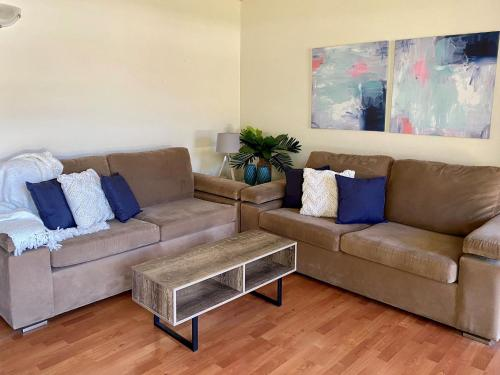 A seating area at 5 'SHOAL TOWERS', 11 SHOAL BAY RD - FANTASTIC LOCATION WITH WATER VIEWS