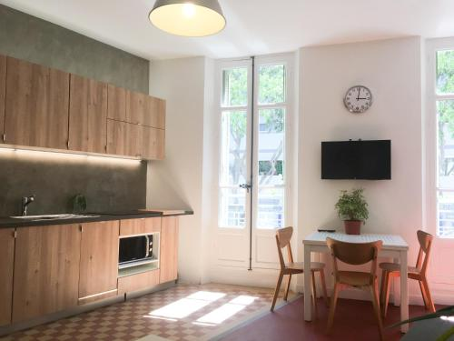 A kitchen or kitchenette at Your Home in Marseille***