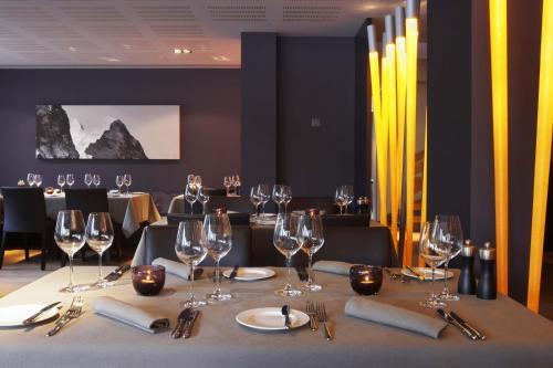 A restaurant or other place to eat at Hotel Victoria Meiringen