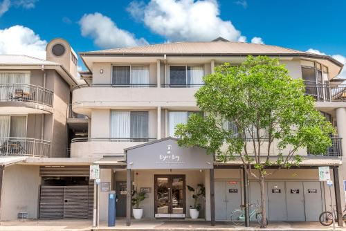 The facade or entrance of Byron Bay Hotel and Apartments