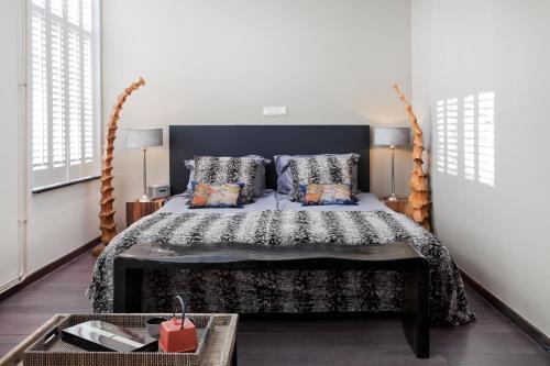 Een bed of bedden in een kamer bij Bouteaque Hotel