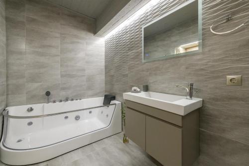 Ένα μπάνιο στο Athina House Spa & Hammam