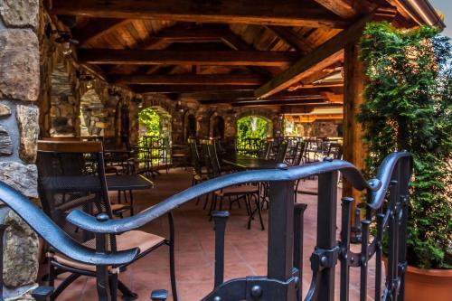 Лаундж или бар в KATERAIN hotel, restaurace, wellness