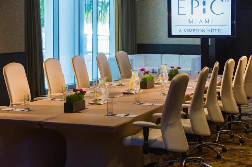 Het zakengedeelte en/of de vergaderruimte van Kimpton EPIC Hotel, an IHG Hotel