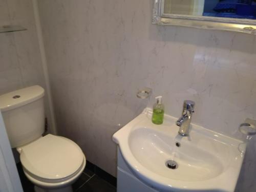 A bathroom at McHalls Hotel