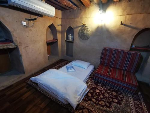 A seating area at Misfah Old House