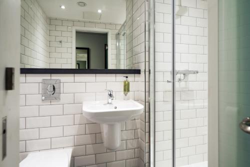 A bathroom at easyHotel Newcastle