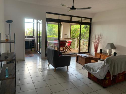 Cosy F2 duplex with garden and pool