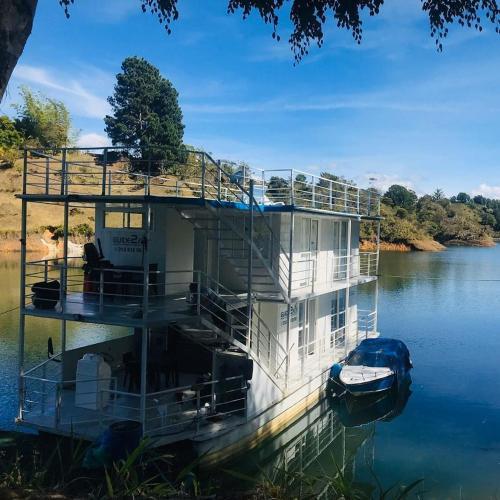 Casa flotante Guatapé