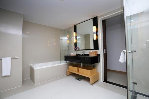 حمام في Asdal Gulf Inn Boutique Hotel- SEEF