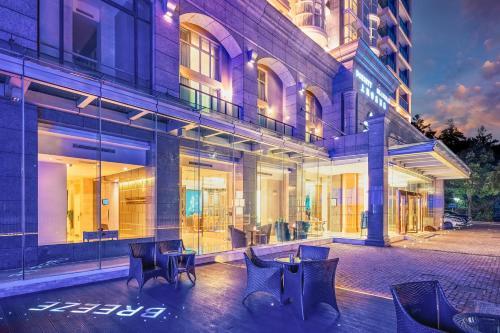 The lounge or bar area at Dorsett Shanghai