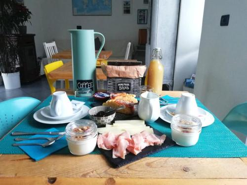 Breakfast options available to guests at Dolce Lago B&B