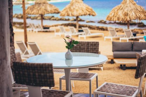 The lounge or bar area at Van der Valk Plaza Beach & Dive Resort Bonaire
