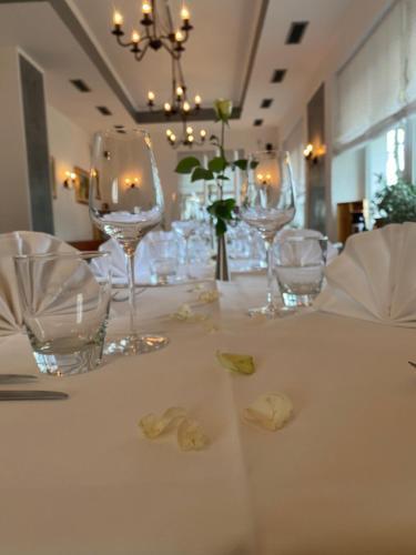 Ein Restaurant oder anderes Speiselokal in der Unterkunft Hotel Restaurant Cala Luna