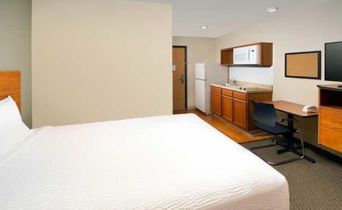 A room at WoodSpring Suites Allentown