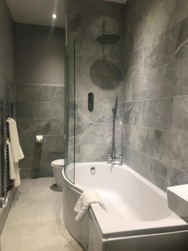A bathroom at Clarence Court Hotel