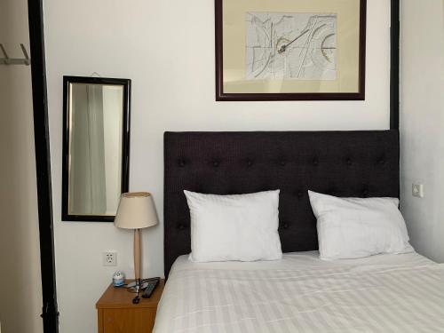 A room at Hotel La Belle Vue