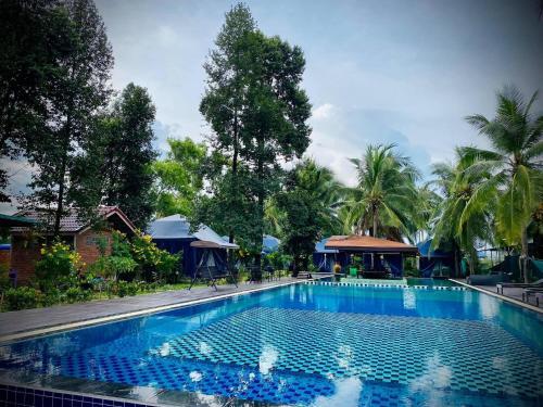 The swimming pool at or near Moonshine Resort Chumphon