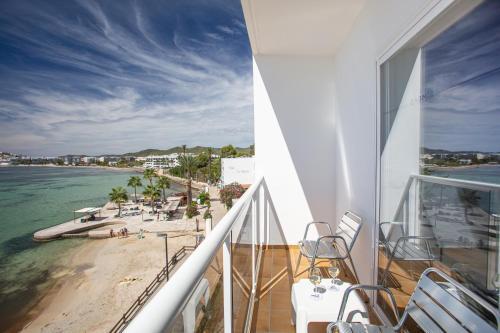 A balcony or terrace at Hotel Simbad Ibiza & Spa