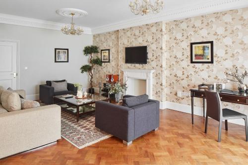 The lounge or bar area at Arlington House Apartments