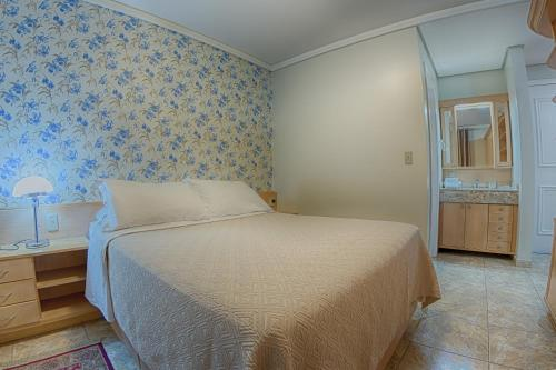 A bed or beds in a room at B Flat V