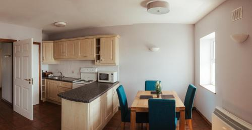 A kitchen or kitchenette at Atlantic Hotel