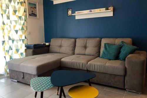 The lounge or bar area at Le 13OR - centre avec parking et extérieur