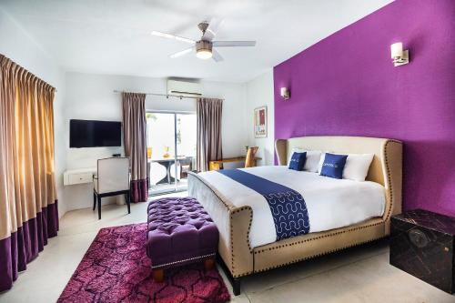 A room at Capital O Hotel 522