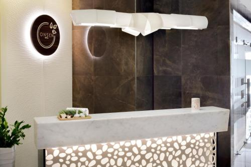 The lobby or reception area at Mövenpick Hotel Apartments Downtown Dubai