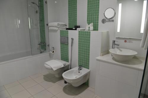 A bathroom at Gulf Suites Hotel Amwaj