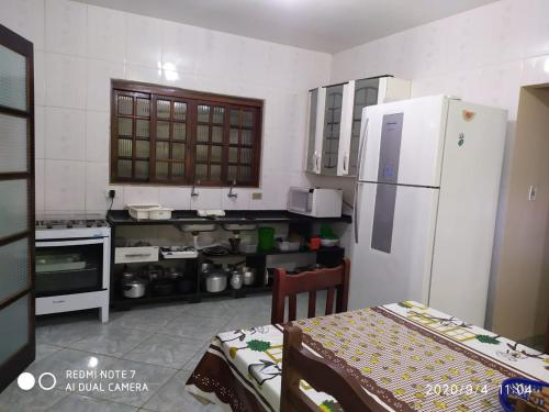 A cozinha ou cozinha compacta de Chalés Margarida
