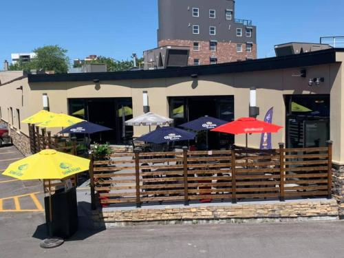 A patio or other outdoor area at Howard Johnson Inn by Wyndham Kingston