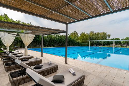 The swimming pool at or close to Hotel President Solin