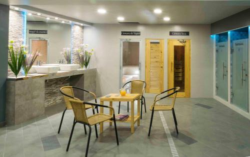 The lounge or bar area at Hospedaje Las Tres Regiones