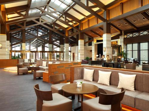 De lounge of bar bij DoubleTree By Hilton Jiaxing