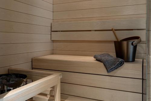 Zestaw do parzenia kawy i herbaty w obiekcie Lapland Hotels Bulevardi
