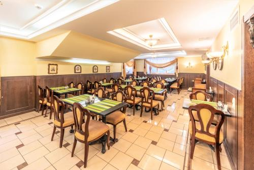 A restaurant or other place to eat at Rixwell Old Riga Palace Hotel